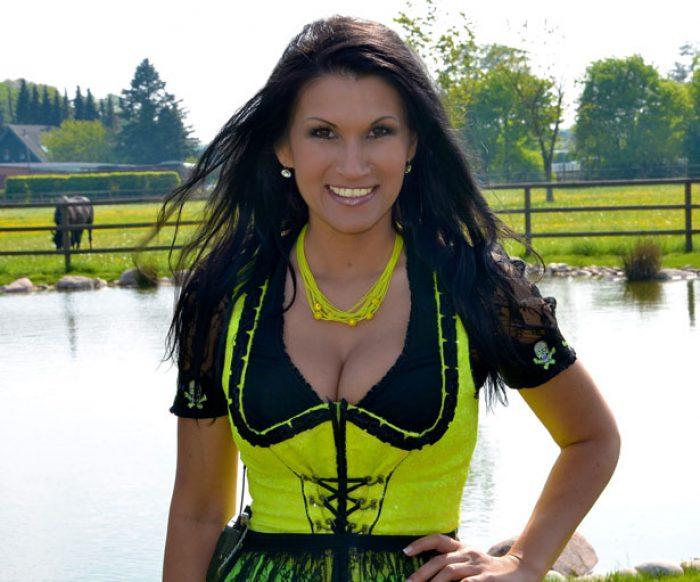 Antonia-buchen-booking